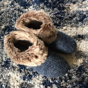 Isotoner slippers barely worn